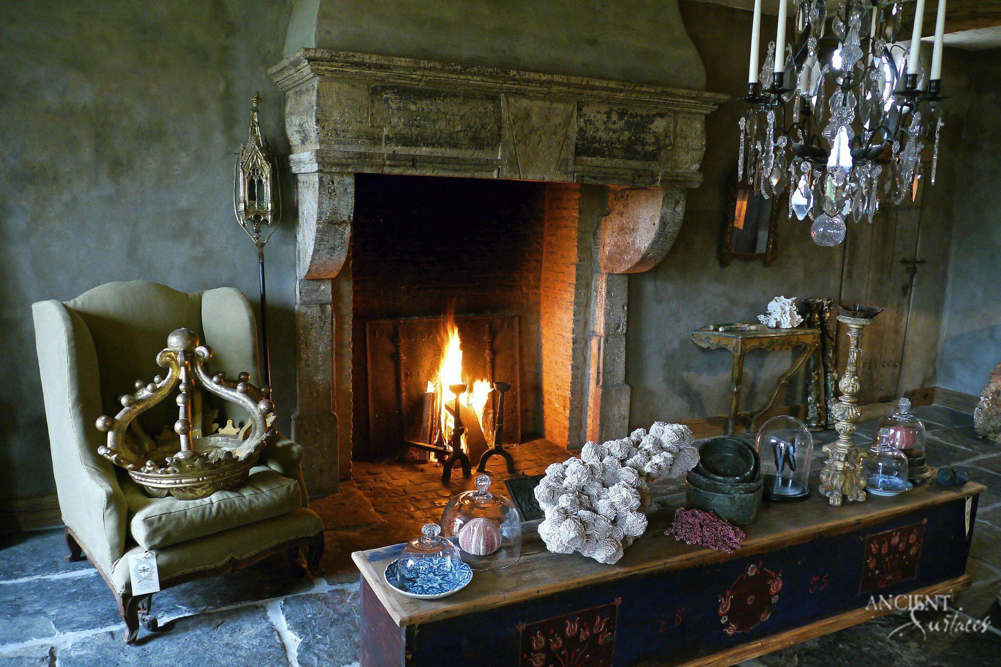 antique-fireplalce-design-in-country-side-living-room