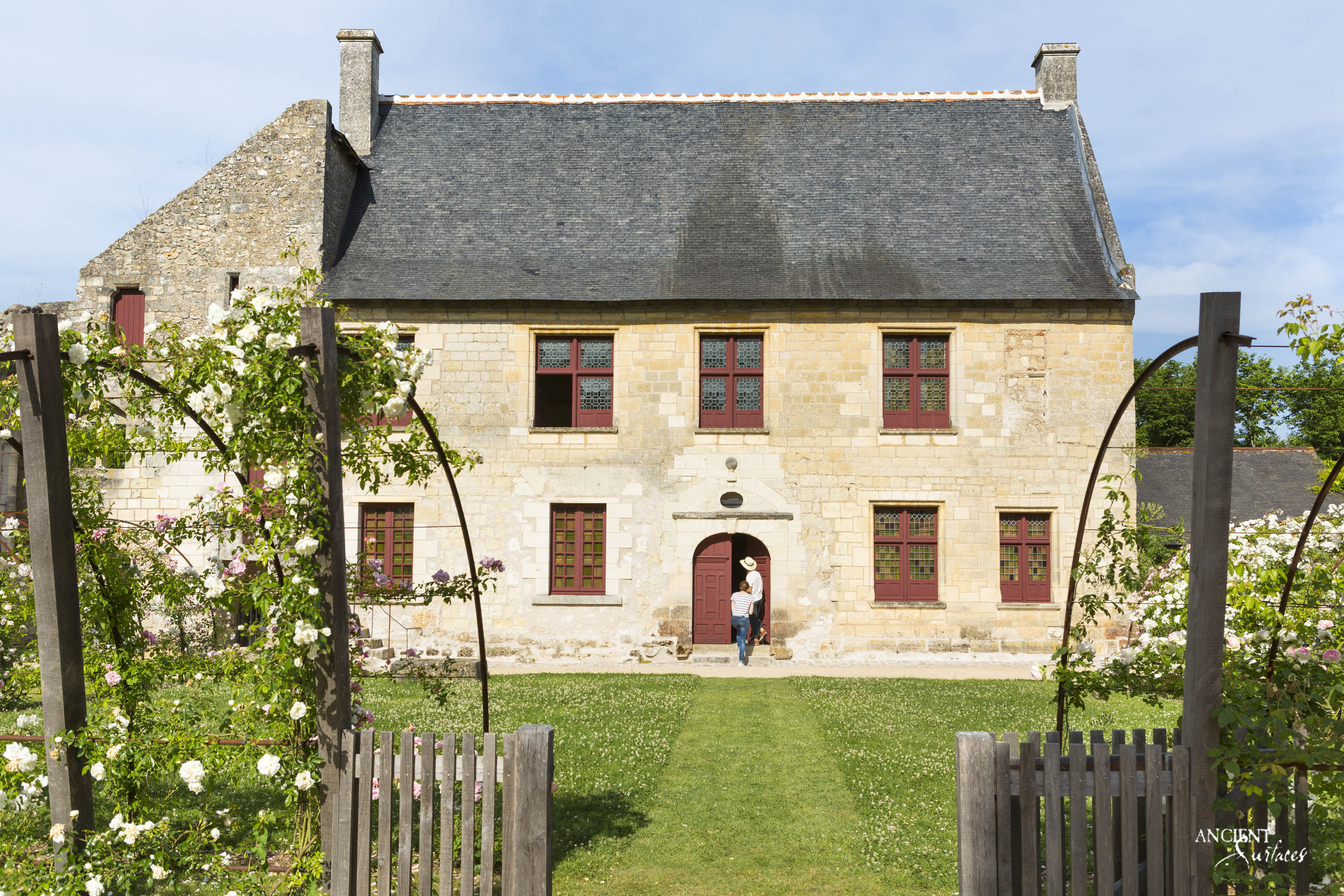 france-privence-farmhouse-limestone-wall-cladding
