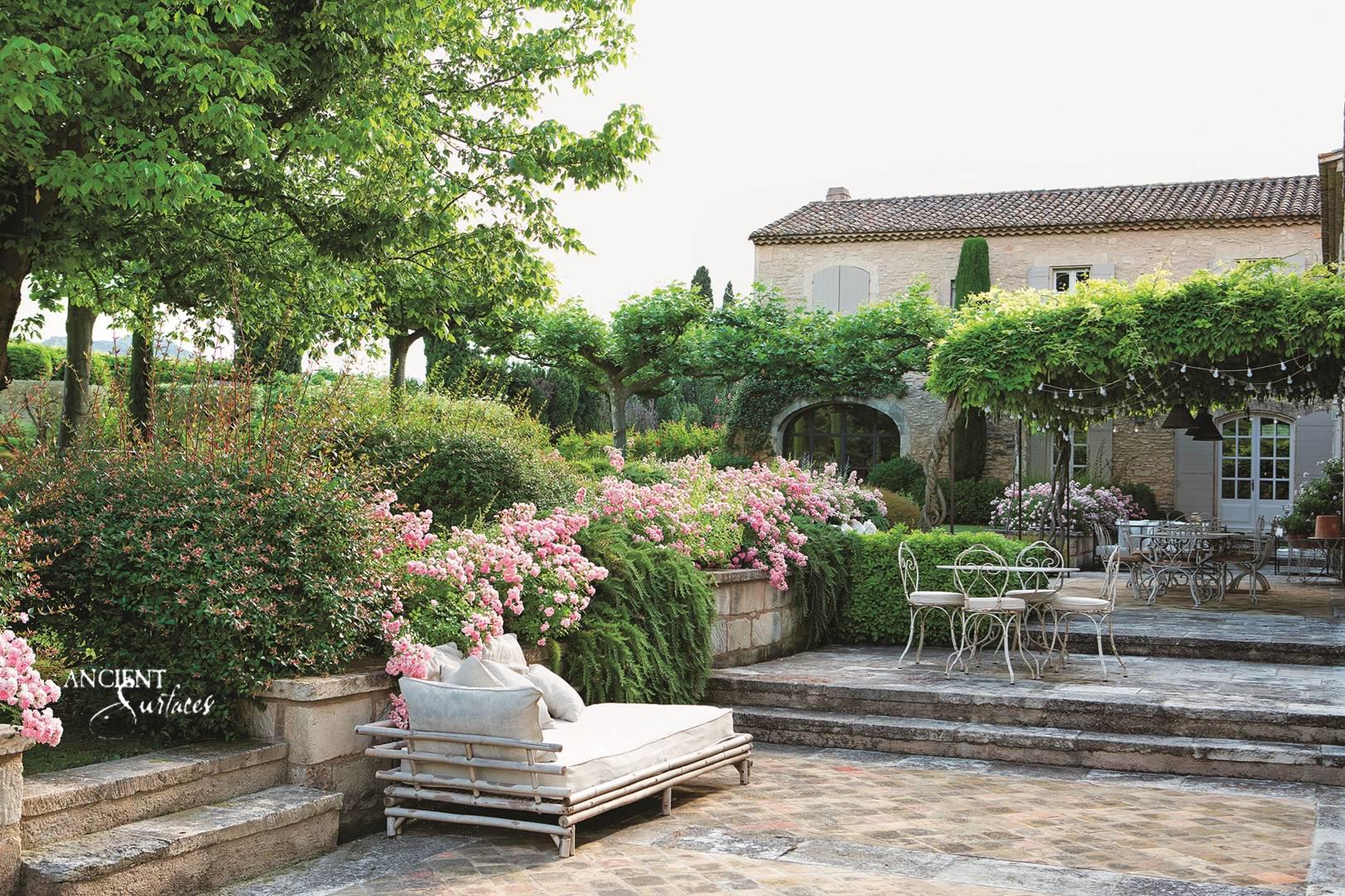 privence-farmhouse-outdoor-garden-beautiful-wall-cladding-limestone